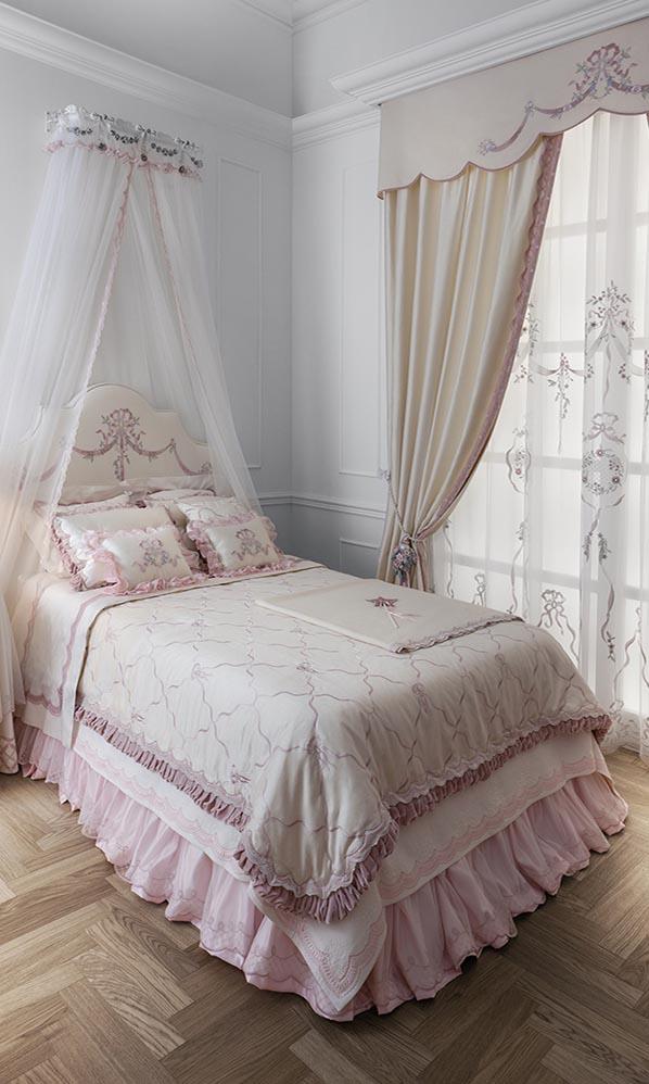 Романтичный комплект штор, покрывала и балдахина