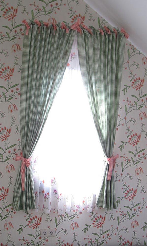 Шторы в детскую на мансардное окно