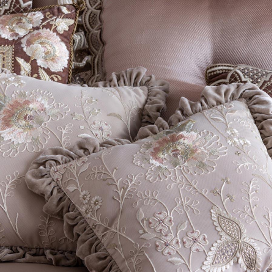Королевский интерьер спальни